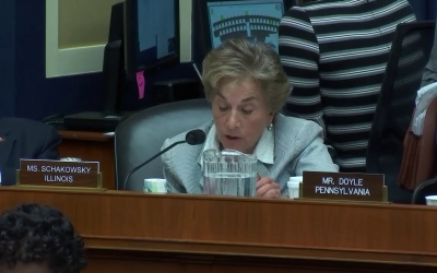 Congresswoman Schakowsky Speaks on the REACH Act at Full Committee Markup (2)