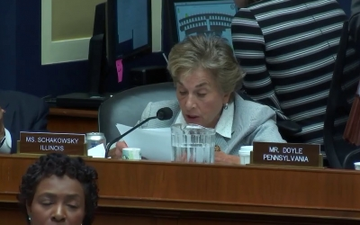 Congresswoman Schakowsky Speaks on the REACH Act at Full Committee Markup (3)