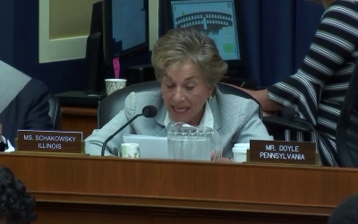 Congresswoman Schakowsky speaks on the METRIC Act at Full Committee Markup