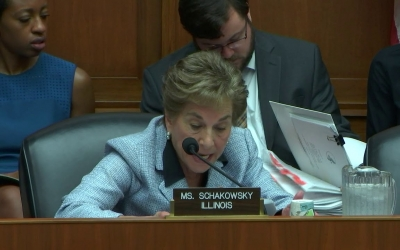 Schakowsky Questions Trump Administration Official on Funding for Title X Family Planning Clinics