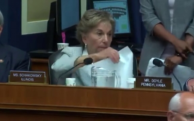 Congresswoman Schakowsky Speaks on the REACH Act at Full Committee Markup (4)